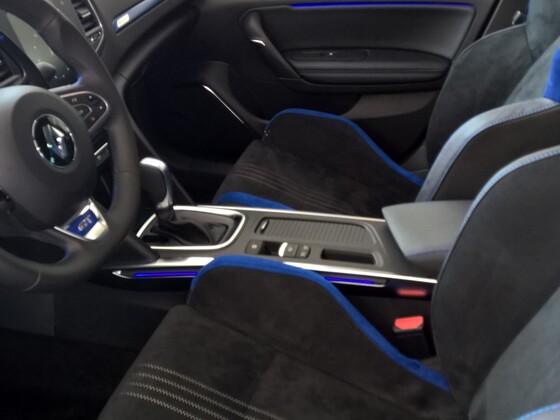 GT 205 Alcantara mit blauen Zierstreifen