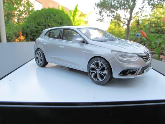 Megane Model zur Renault Umfrage